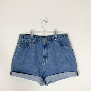 BDG - NWT Light Wash Mom High-Rise Shorts Size 33